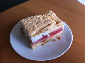 Stück Rhabarberkuchen